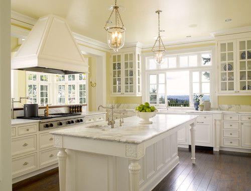 Traditional kitchen, Seattle. Sullivan Conard Architects.