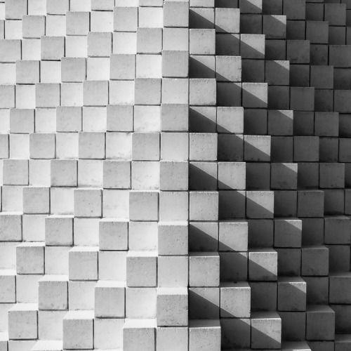 """Sol LeWitt """"Four-Sided Pyramid"""", National Gallery of Art Sculpture Garden, Washington, D.C. bypjh40"""