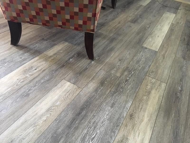 Smartcore Woodford Oak 7 5 Mm Luxury Vinyl Plank Flooring 5 91 In W X 48 03 In L In 2020 Luxury Vinyl Plank Vinyl Plank Flooring Flooring