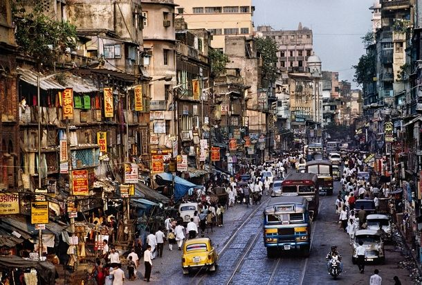 Busy Street Somewhere In India Steve Mccurry Street Scenes
