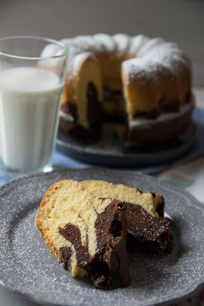 Saftiger Marmorkuchen - das beste Marmor Guglhupf Rezept aller Zeiten