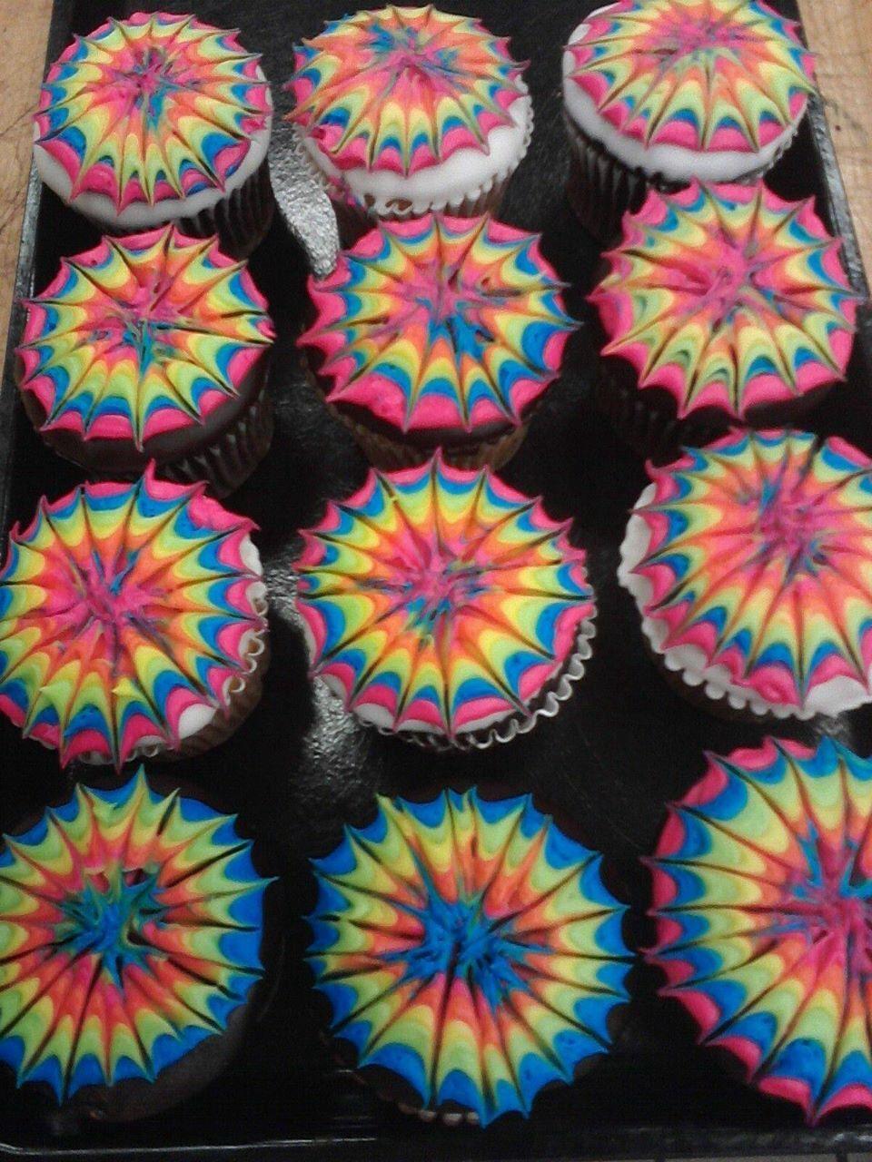 aa2ea93a16da42 Tie dye cupcakes