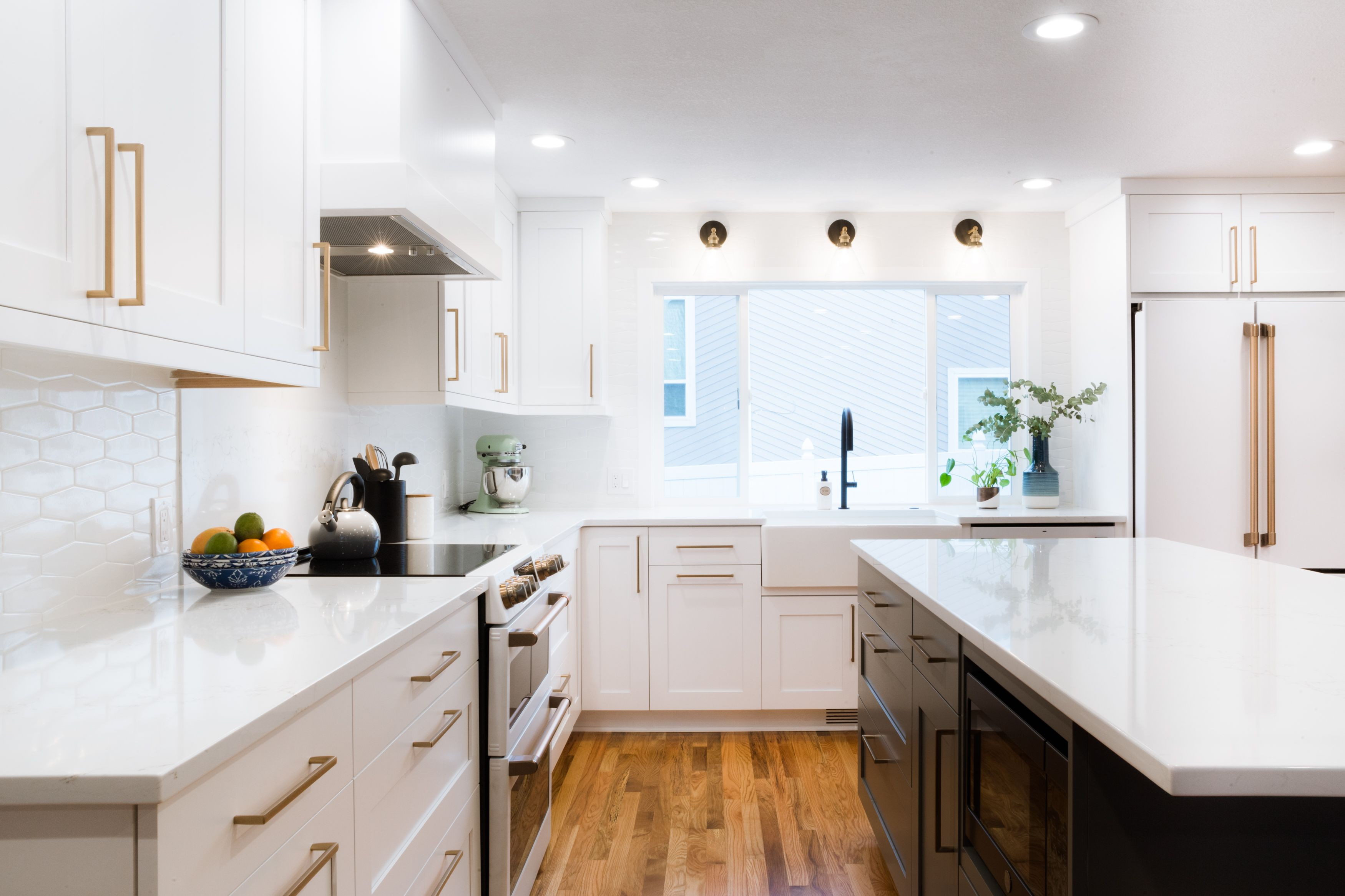 Super Clean Bright Kitchen Remodel Remodelingkitchenideas Remodelingideas Remodelingkitchen Kitche Kitchen Remodel Home Remodeling Straight Line Designs