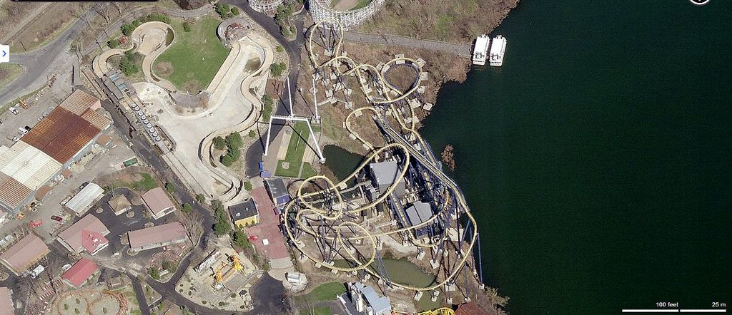 geauga lake aerial view from bing maps next to the lake is dominator built by bolliger mabillard in 2000 where it was first called batman kinght
