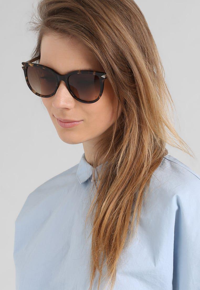 3e01fd798f ¡Consigue este tipo de gafas de sol de Karl Lagerfeld ahora! Haz clic para