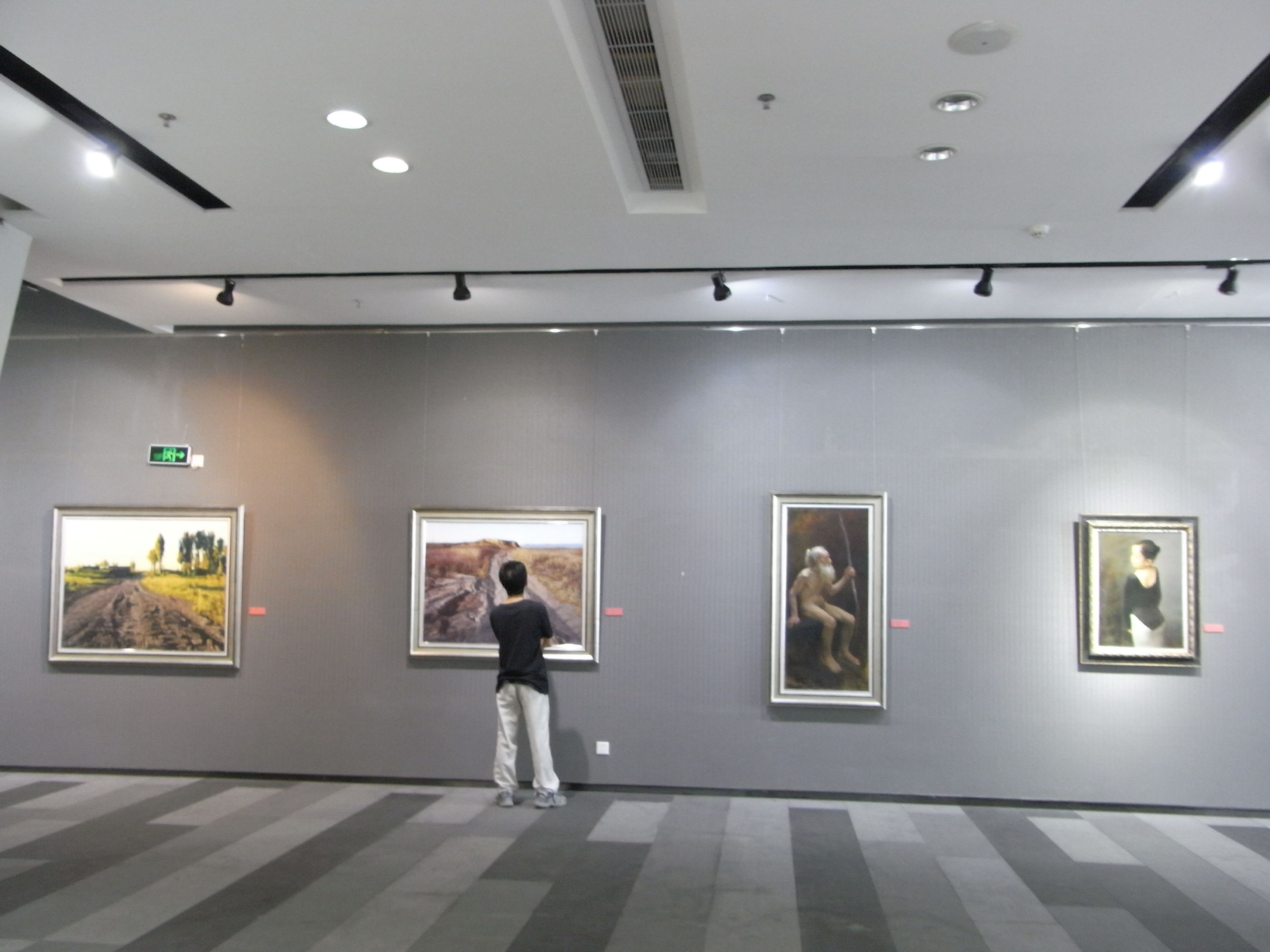 Preserve Your Artwork With Proper Lighting Here S How To Keep Your Masterpieces Looking Their Best For Years To Come Re Light Art Lighting Creative Lighting
