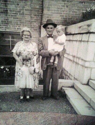 Mes arrieres grands parents et mon papa