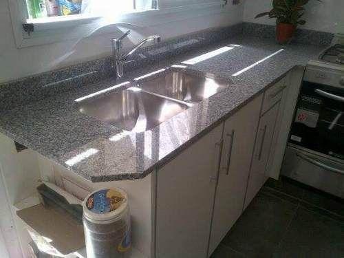 Mesada para cocina en granito gris mara y bacha de acero for Granito para mesadas