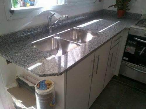 Mesada para cocina en granito gris mara y bacha de acero for Mesadas de cocina pequenas