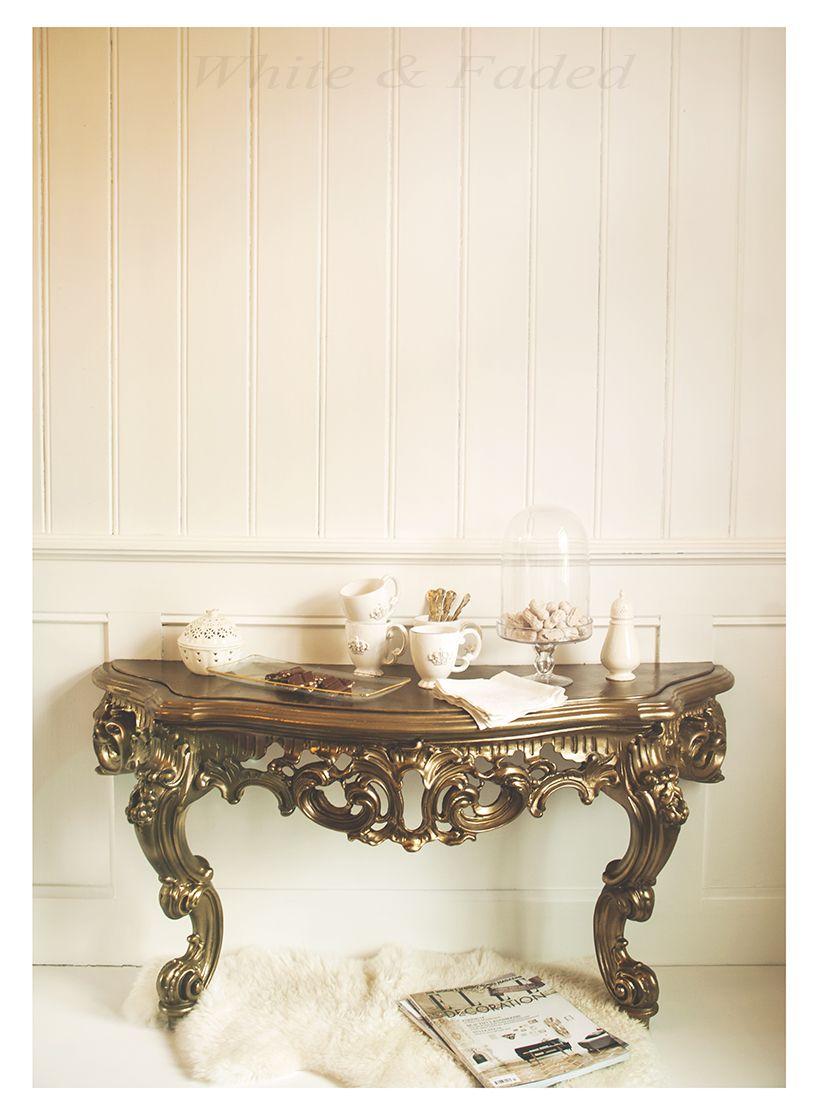 Barque Decor Living Room: Ornate Baroque Style