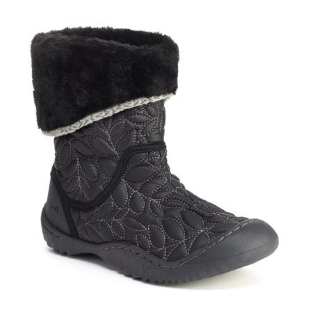 Cozy up this winter in the Chestnut. This waterproof faux-fur lined boot is perfect for when you are traversing through the snow or simply trying to protect yourself from the winter chill.  • Quilted nylon and rubber textured upper • Partially recycled rubber outsole • Memory Foam Footbed  • Vegan materials; contains no animal products • Waterproof