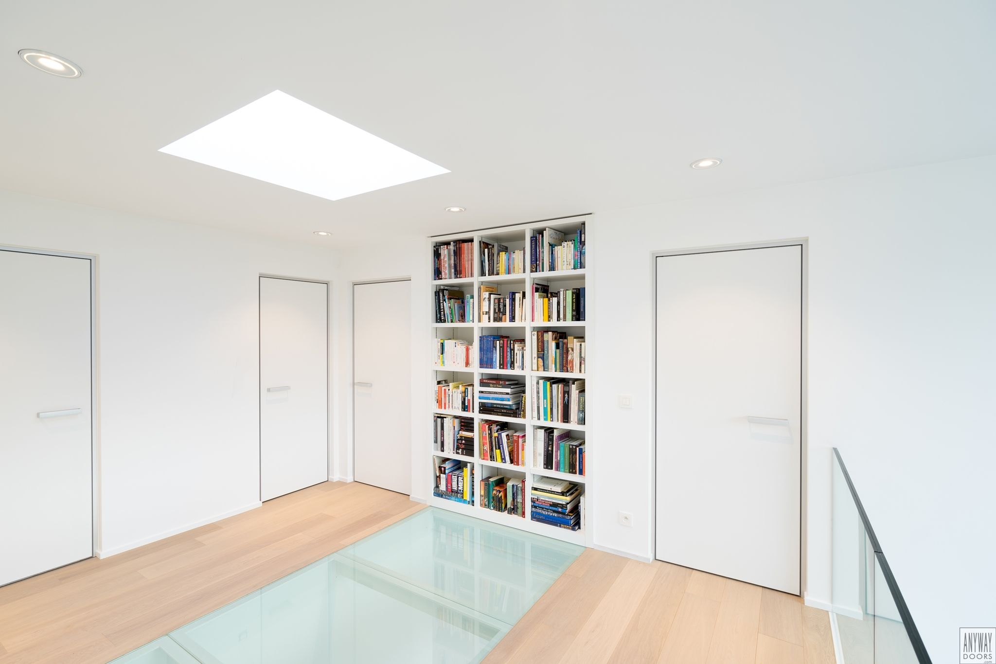 Modern interior doors made-to-measure with a minimalist door frame ...