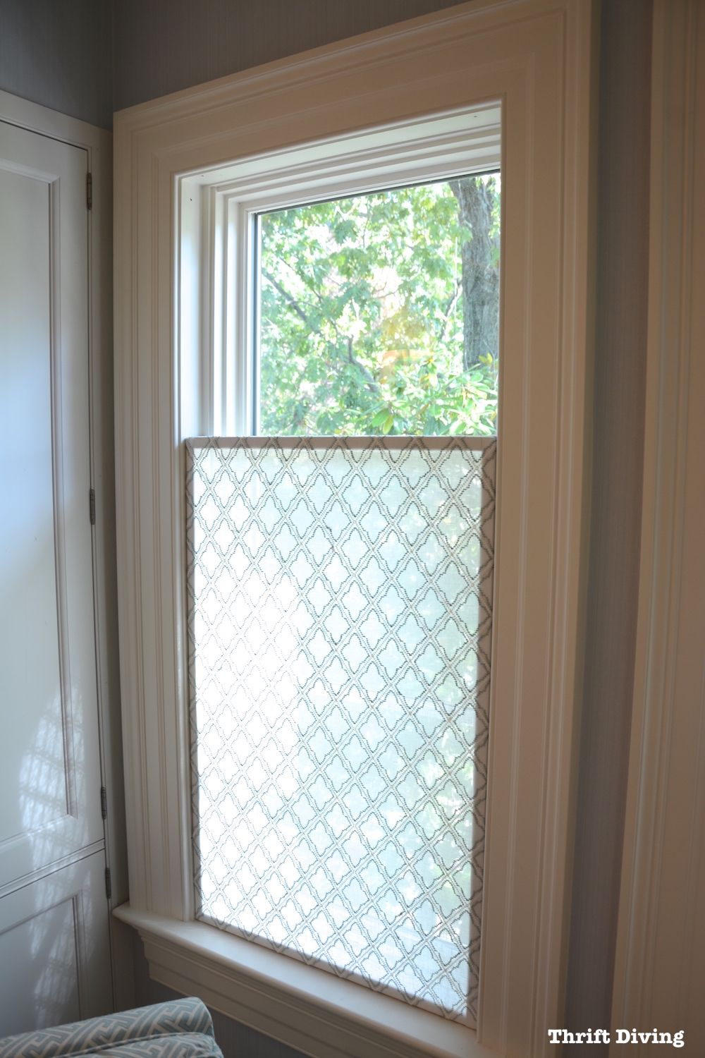 How to make a pretty diy window privacy screen bathroom for Window blinds with designs