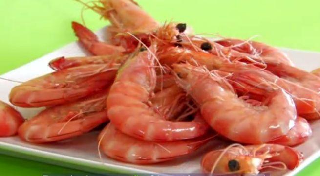 A melhor receita de camarão cozido de sempre! Se achas que já a sabes, então experimenta esta!