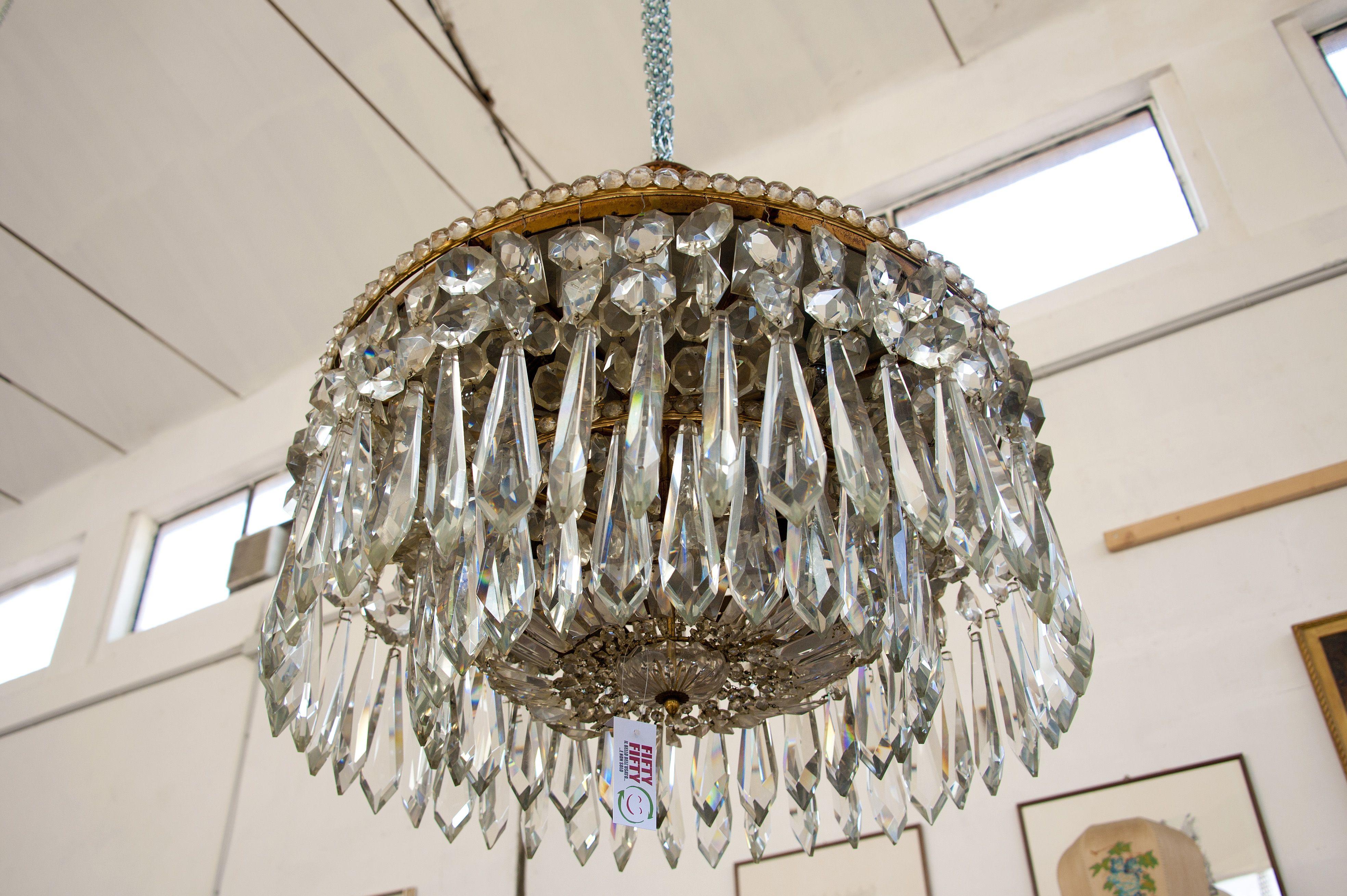 Lampadario rotondo in cristallo. Diametro 85 cm