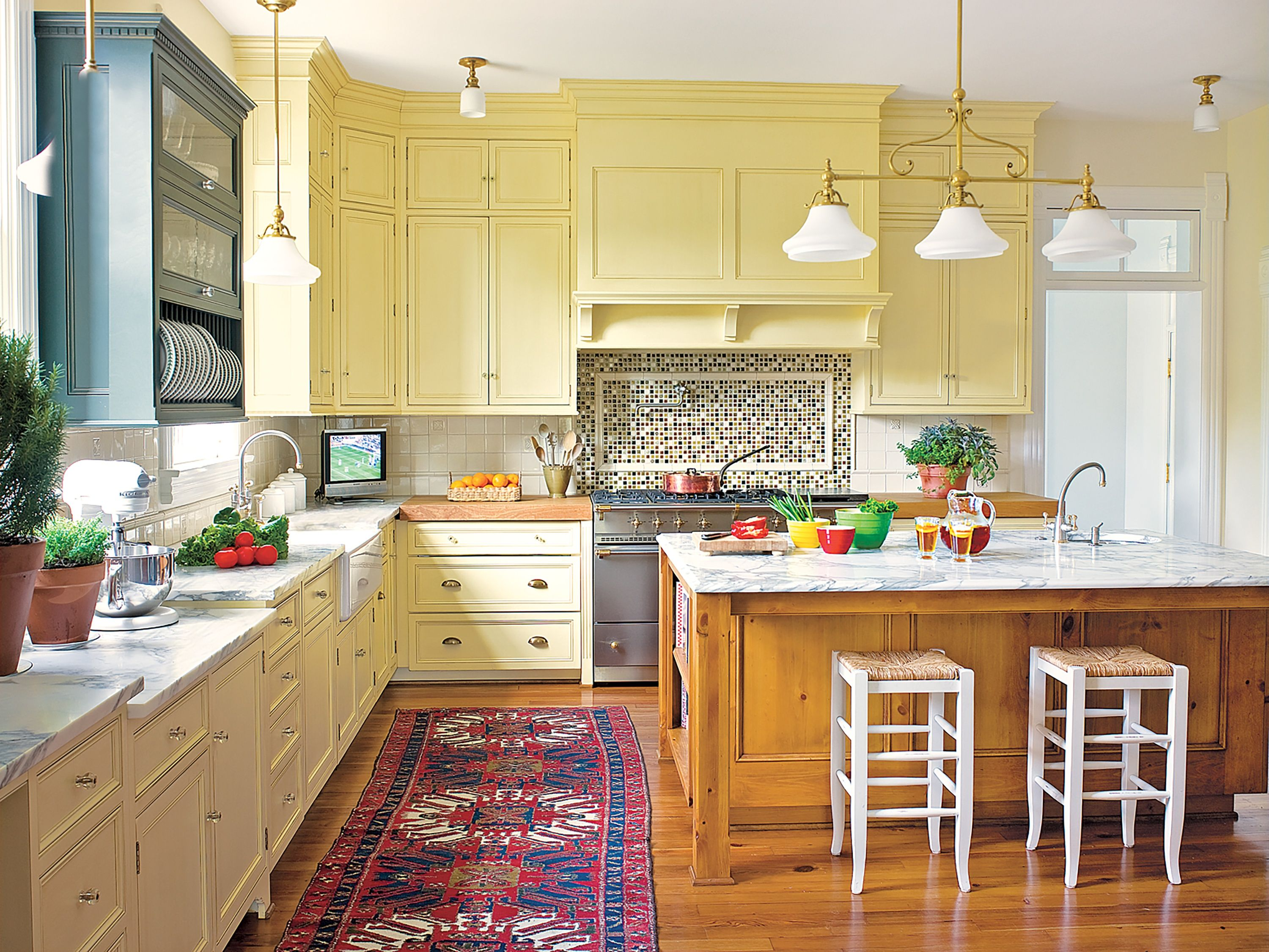 Editors39 Picks Our Favorite Yellow Kitchens This Old