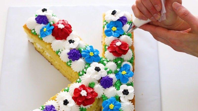 Torta floreale iniziale (stile crostata alla crema) Ottieni torte dall'aspetto professionale e acce