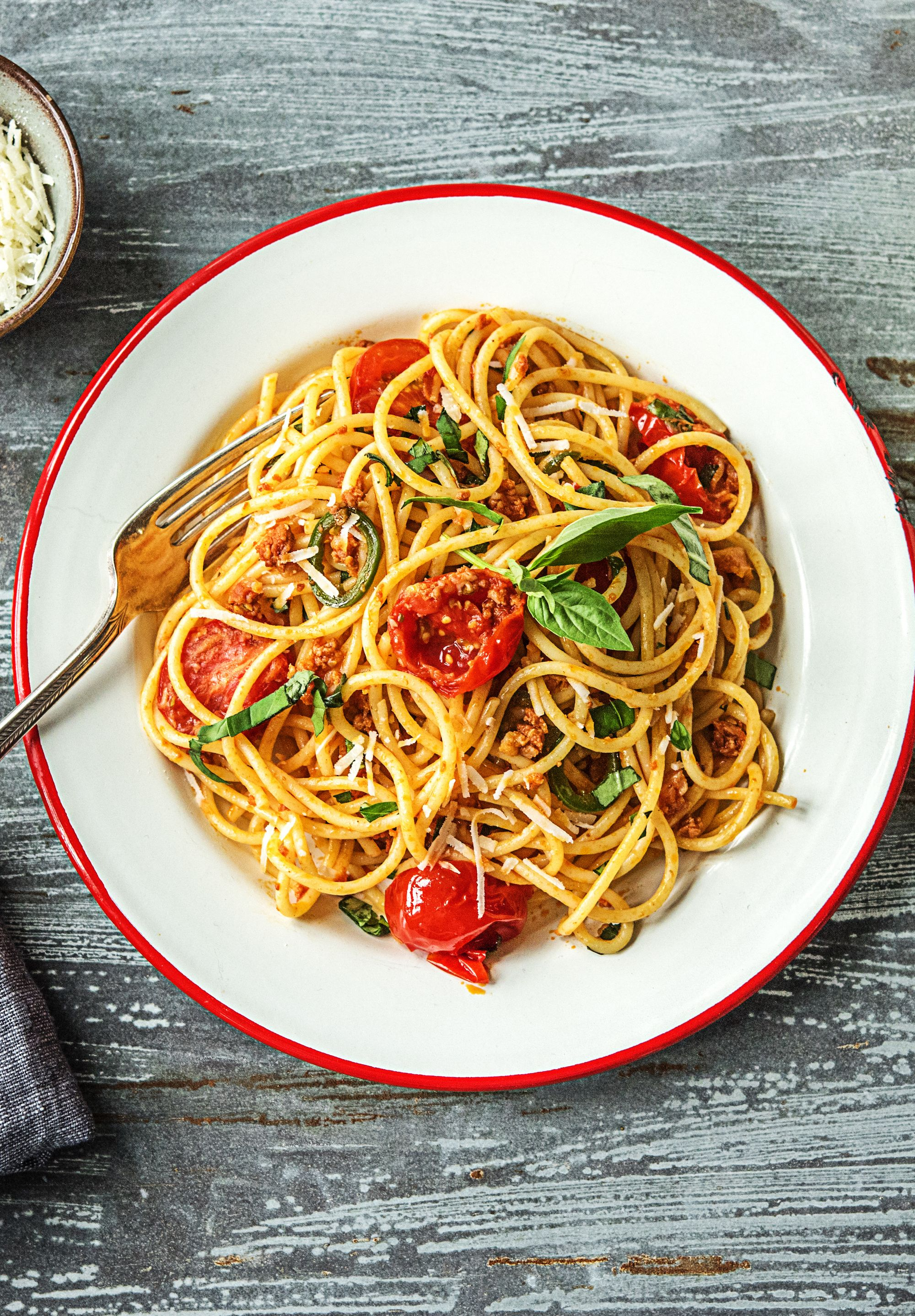 Mario Batali S Spaghetti With Fresh Tomatoes Chorizo And Basil More Easy Pasta Recipes On Hellofresh Com Recipes Fresh Tomato Recipes Spaghetti Recipes