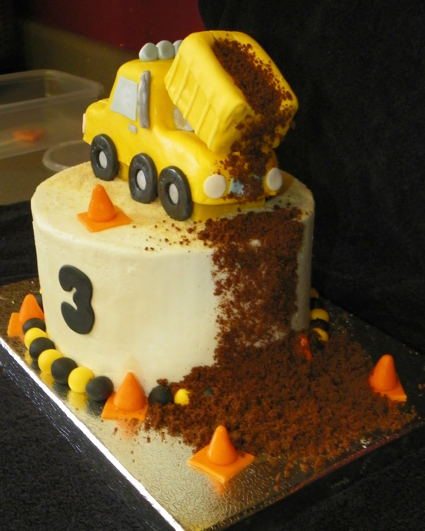 Round Dump Truck Cake Wish I Had Seen This Or Henrys Last Bday