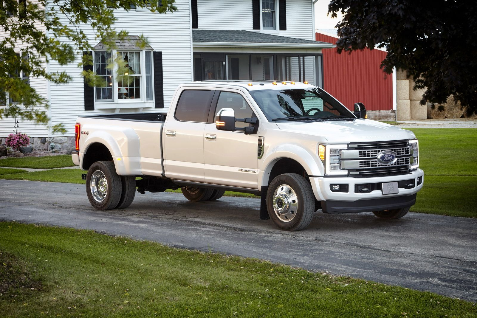 All new 2017 ford super duty platinum crew cab class 3 dual rear wheel pickup is the top of the line luxury model and tow boss of the lineup