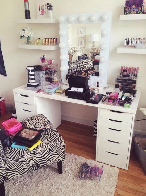 Jaclyn Hill S Makeup Setup Yes Please