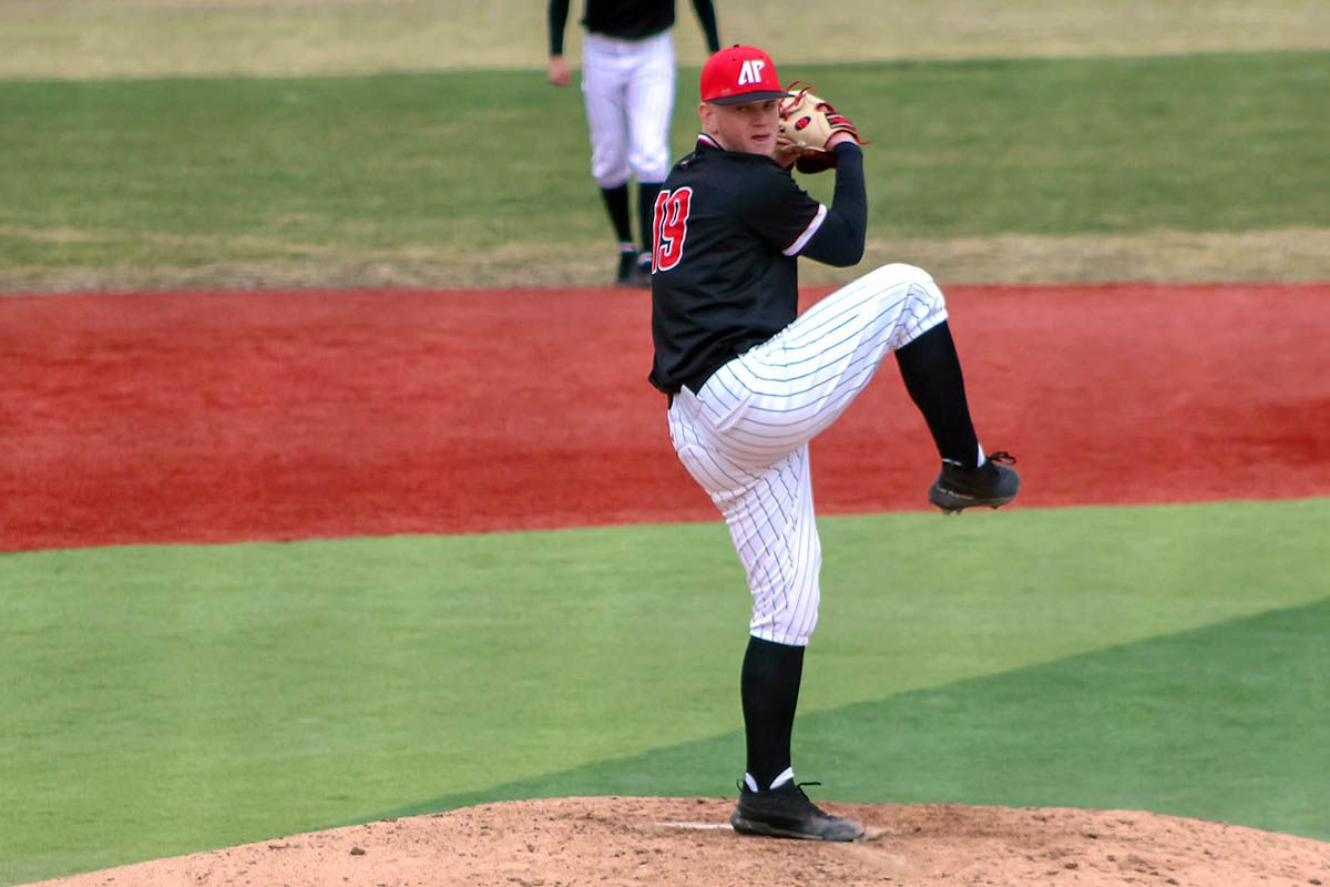 Austin peay state university baseball falls in extra