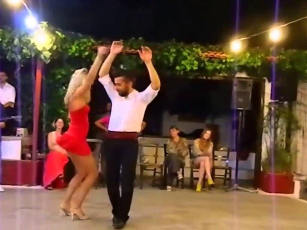 Russian girl dancing very sexy — 2