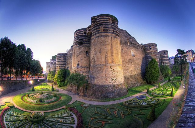 Замок в городе Angers - Pays de la Loire ( регион Пэи-де-ла-Луар, Земли Луары)