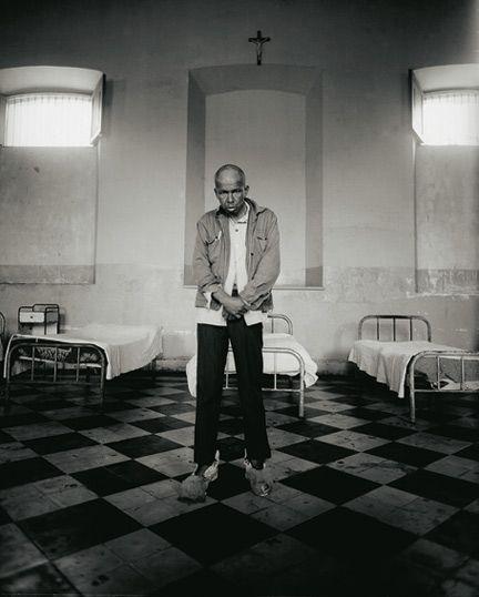 Roberto Huarcaya - Peru -  LA NAVE DEL OLVIDO, 1994. SERIES OF 40 PHOTOS, 50 X 60 CM. (Larco Herrera - Mental Hospital)