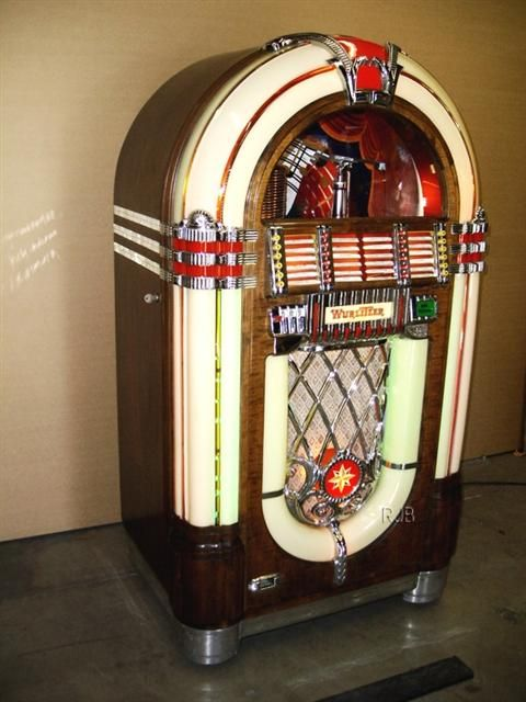 1946 Wurlitzer Model 1015 This is the highly collectible Wurlitzer