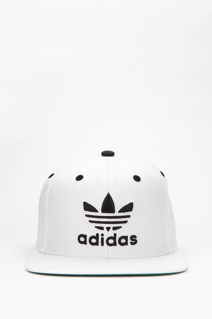 La gorra blanca y negra. adidas Originals Snapback Hat a38151223b8