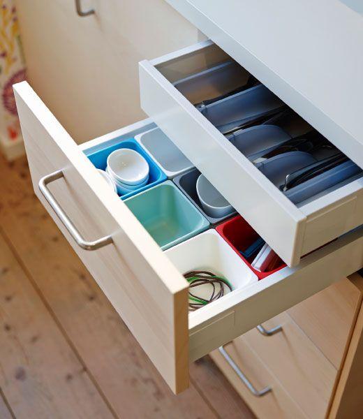 offene schublade mit variera beh ltern in verschiedenen farben und versteckter innenschublade. Black Bedroom Furniture Sets. Home Design Ideas