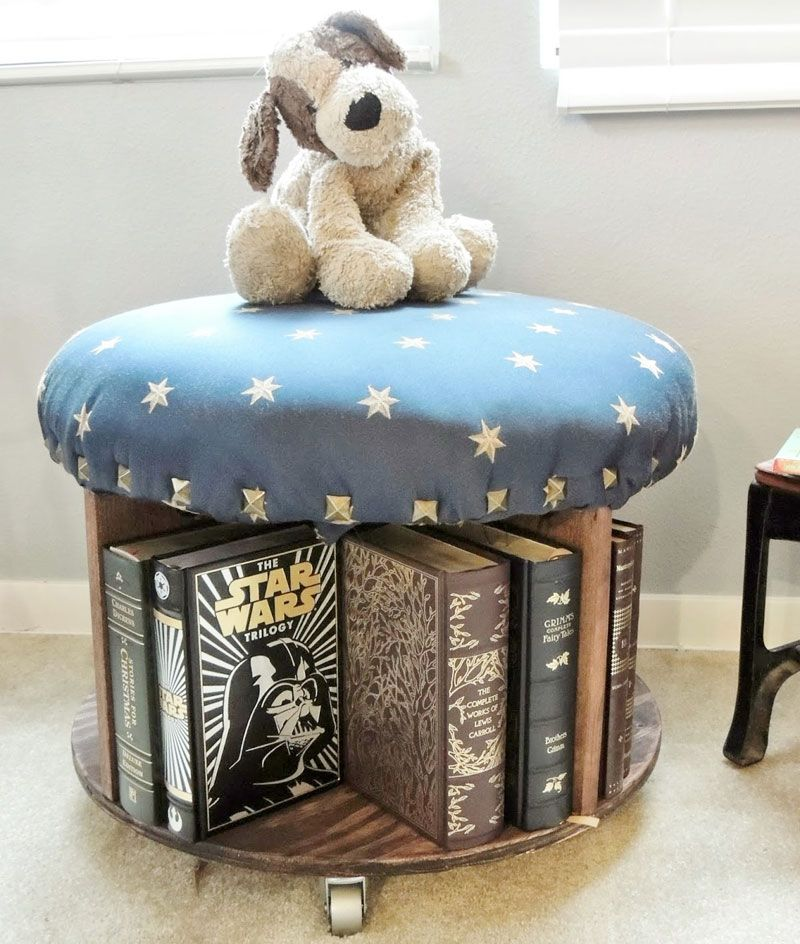 pouf imbottito fai da te da camera porta-libri con bobina di legno