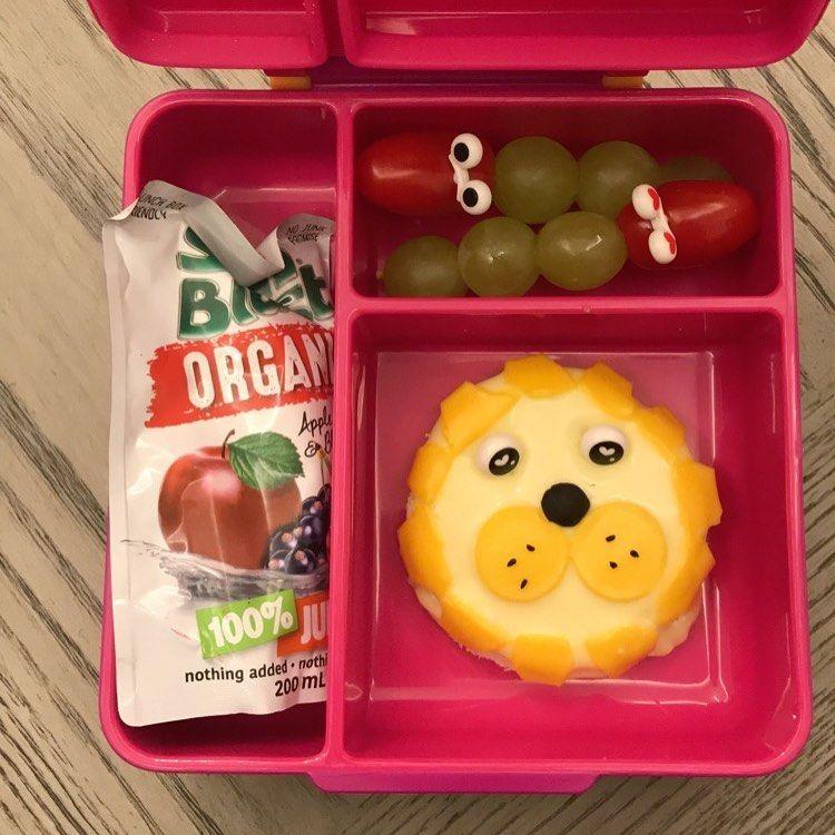 Lunch Box On Instagram صباح الاجواء الجميلة يوم الخميس كان اجتماع أولياء الامور وفرحت جدا اما المعلمة مدحت وجبة بنتي كل Lunch Box Idea Lunch Box Cube