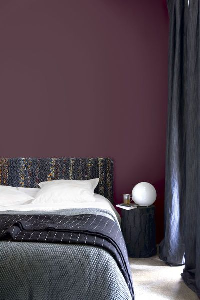 couleurs sombres nos conseils d co peinture papier peint r chauffer mauve et texture. Black Bedroom Furniture Sets. Home Design Ideas