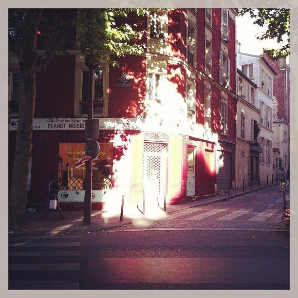 Paris, avenue de St Ouen.