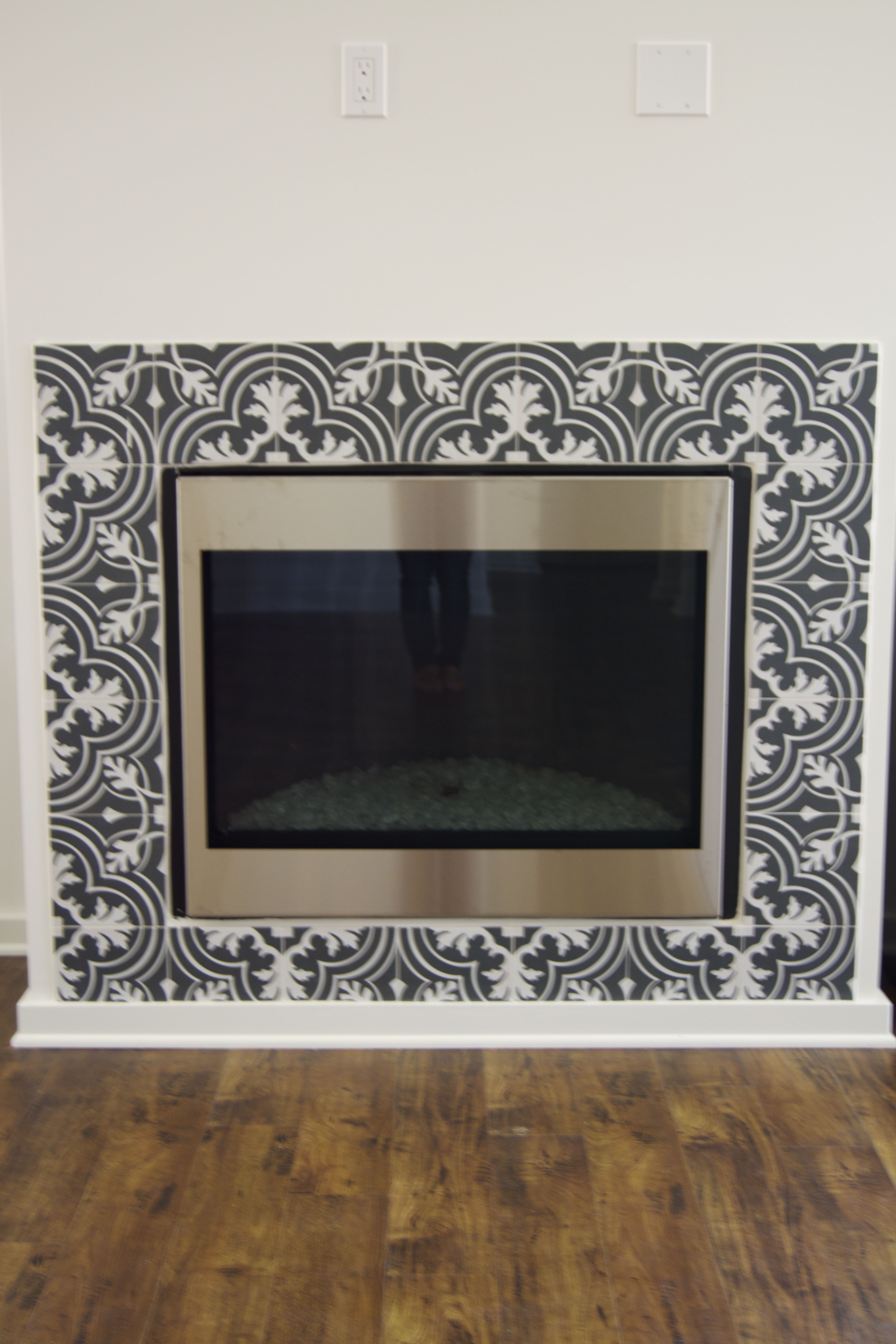 Black and white patterned ceramic tile merola twenties mosaic black and white patterned ceramic tile merola twenties mosaic fireplace surround dailygadgetfo Images