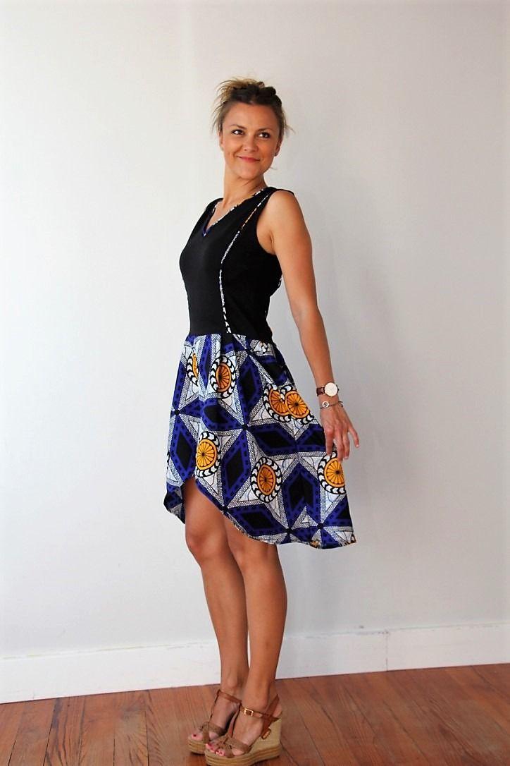 robe pour femme wax motifs africains vas e noire et bleue d collet au dos robe cocktail. Black Bedroom Furniture Sets. Home Design Ideas