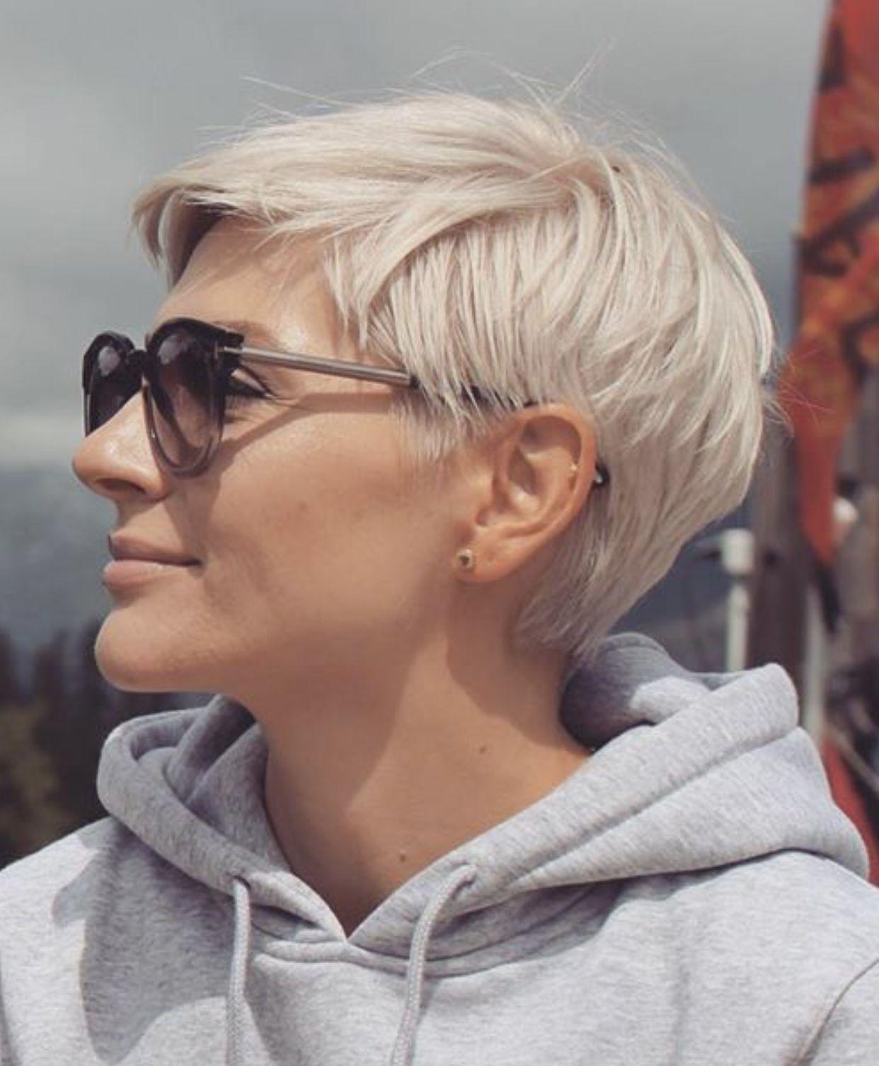 Pin Von Brigitta Jakobs Auf Hair In 2020 Frisuren Kurze Haare Blond Haarschnitt Kurze Haare Haarschnitt Kurz