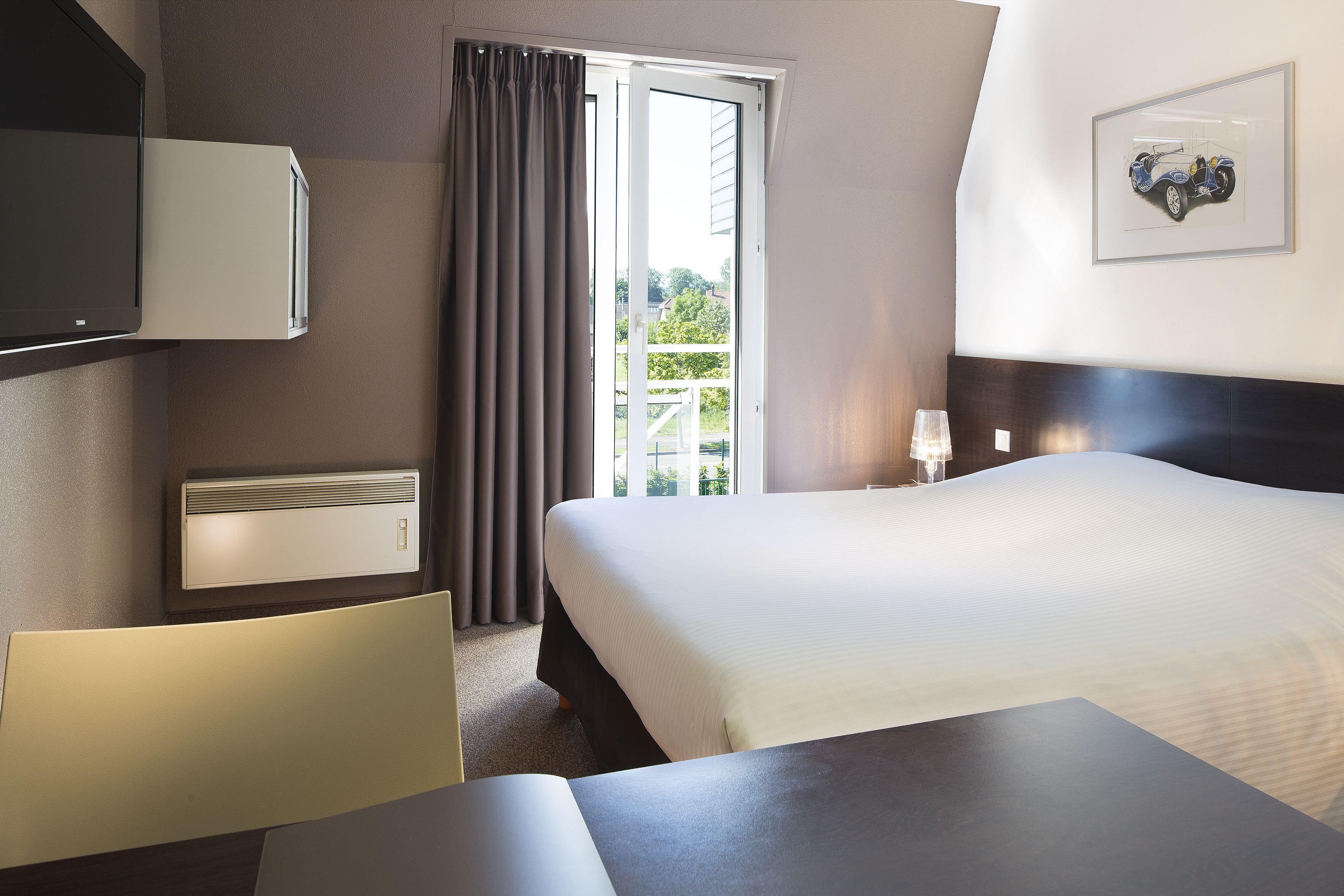 hotel room le bugatti molsheim france h tel bugatti molsheim pinterest france. Black Bedroom Furniture Sets. Home Design Ideas