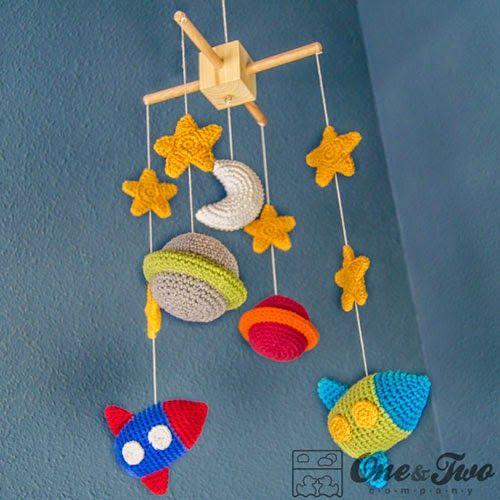 Móvil para Bebés Amigurumi: Espacio ( Estrella, Planeta, sol, Luna y Nave Espacial) - Patrón Gratis en Español aquí: http://desvanamigurumi.blogspot.com.es/2014/04/movil-para-bebes-amigurumis-espacio.html