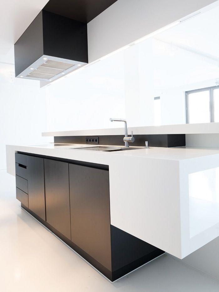 Küchen theke in weiß schwarz