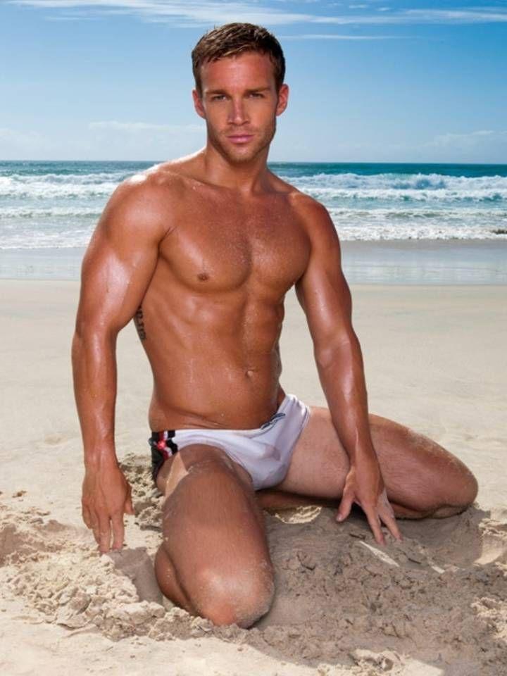 hot-men-naked-on-beach