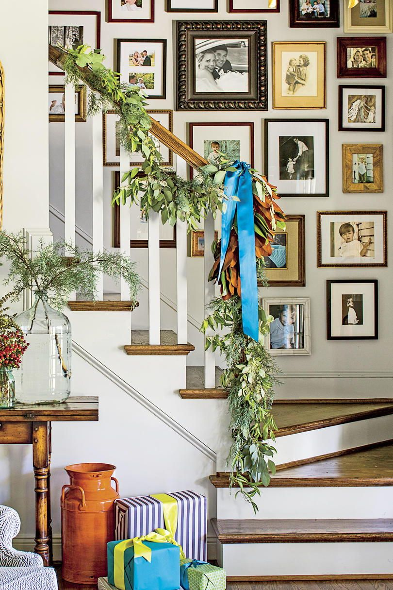 55 Ways To Decorate With Fresh Christmas Greenery Christmas Greenery Christmas Garland On Stairs Decor