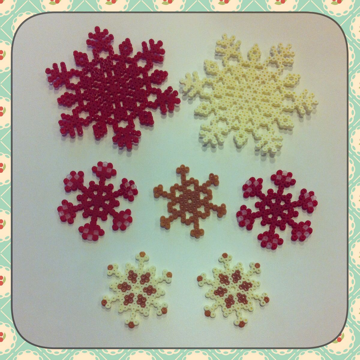 snowflakes hama perler beads by beatriz sales almaz n b gelperlen b gelperlen b gelperlen. Black Bedroom Furniture Sets. Home Design Ideas