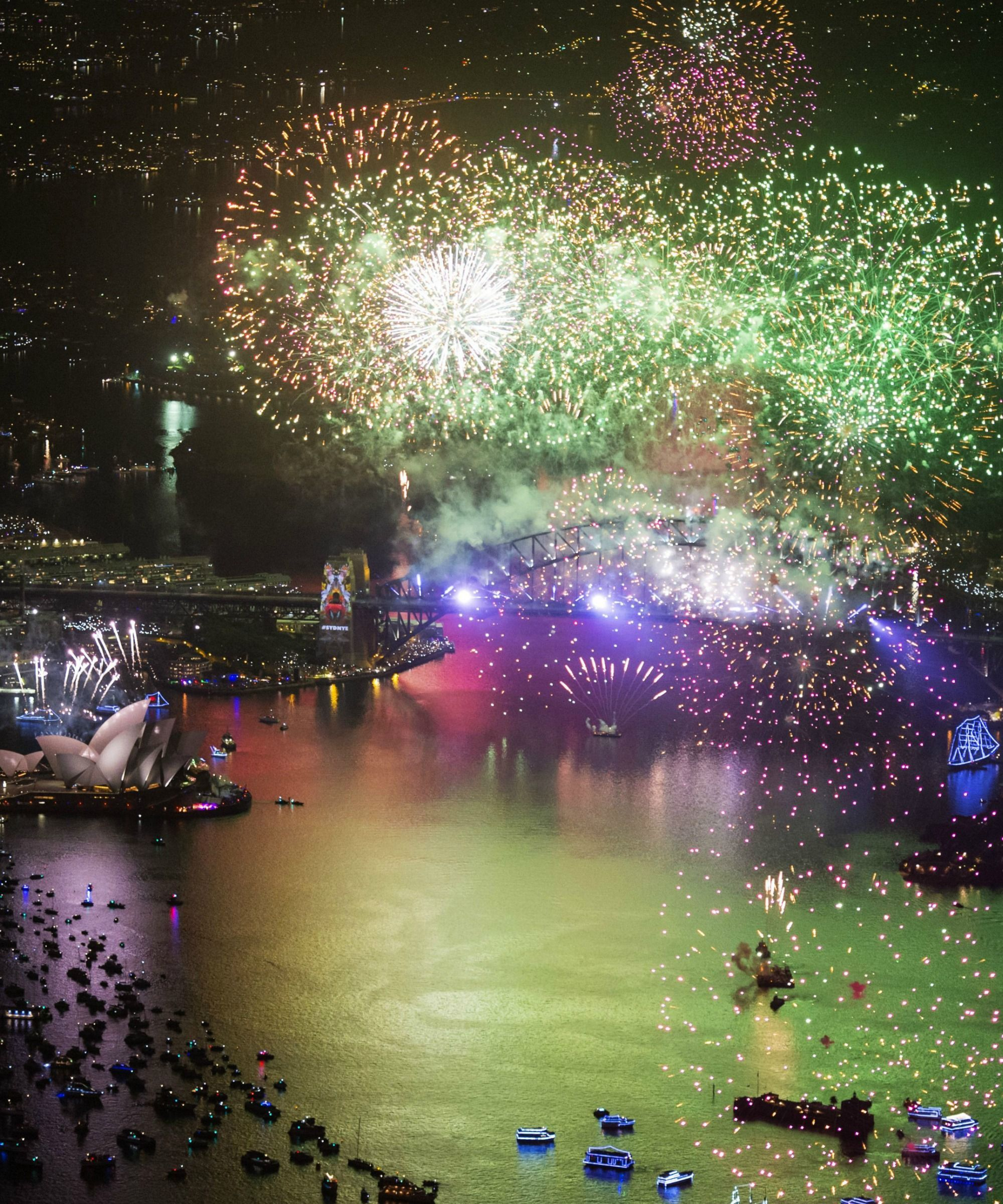 Watch Video Of New Years Eve Celebrations From Across The Globe New Year S Eve Around The World Celebration Around The World New Years Eve Fireworks