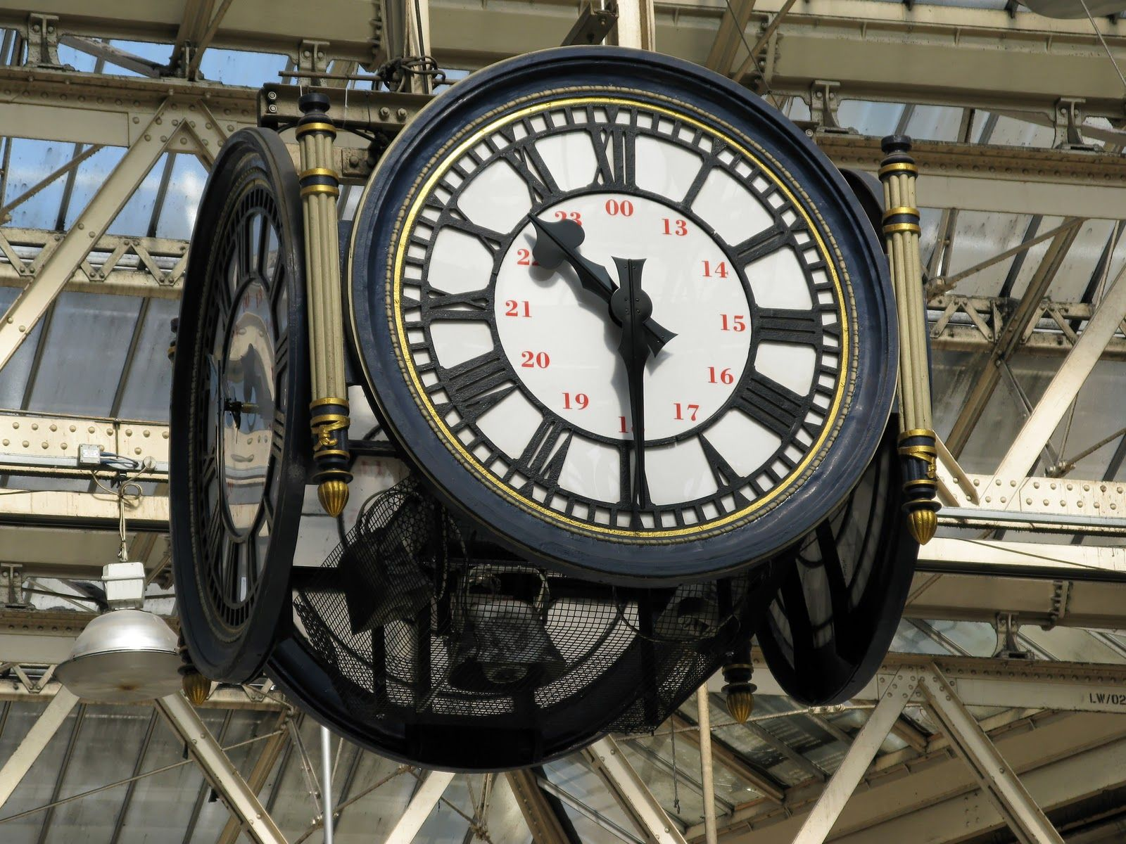 Pin By Tim On Perfect Timing Waterloo Station London City Airport London City