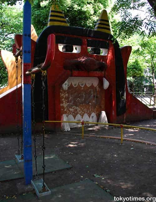 トラウマレベル 子供が号泣しそうな公園のクレイジー遊具30選 トラウマ 遊具 笑える写真