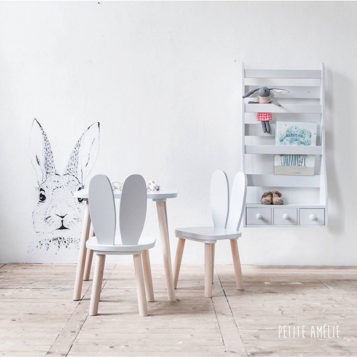 chaises et table enfant lapin gris petite am lie chaise enfants chambre bebe pinterest. Black Bedroom Furniture Sets. Home Design Ideas