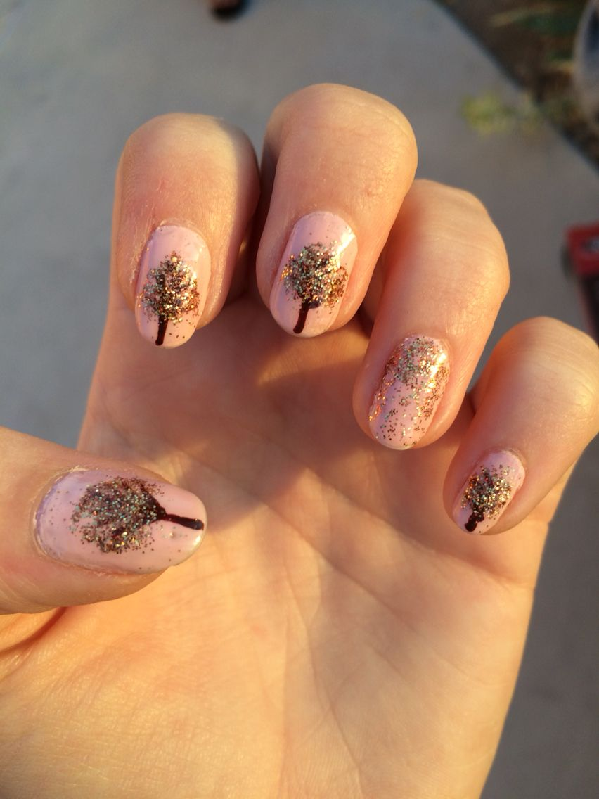 Playing with loose amber and gold glitter. Perfect autumn trees nail ...